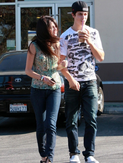 Who was selena gomez dating in 2010