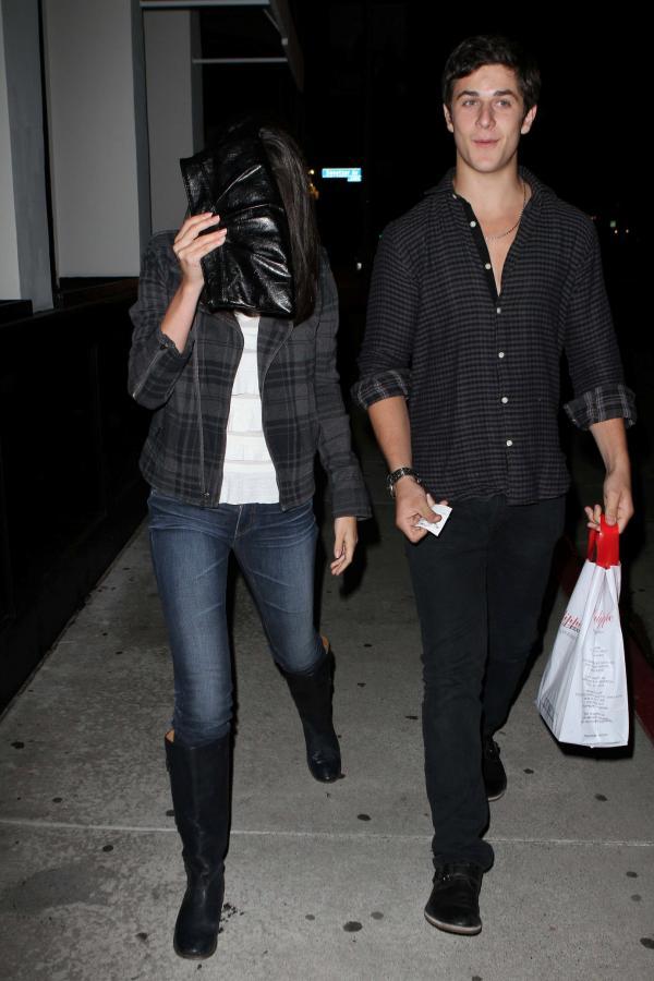 david henrie and selena gomez dating 2009